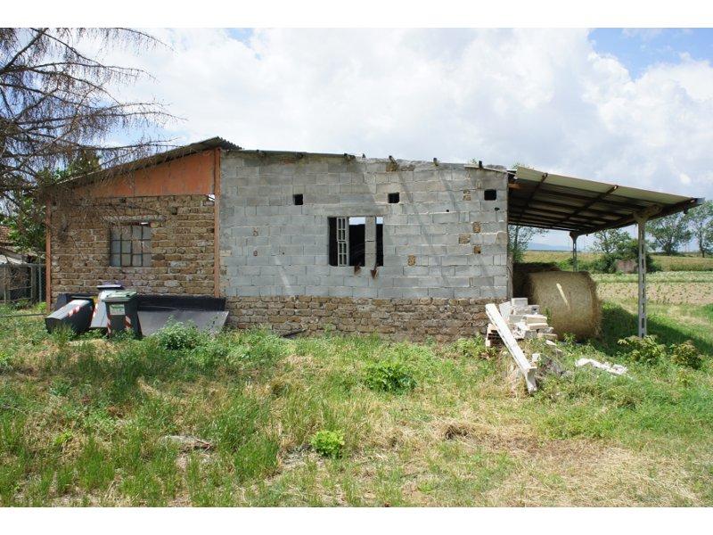 Studio longetti in vendita casa con annessi e terreno for Casa it foligno
